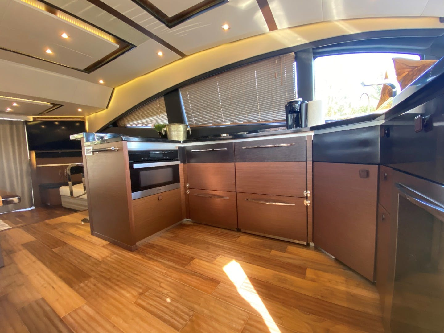 2016 Sea Ray 65' L650 Flybridge Serene | Picture 4 of 40