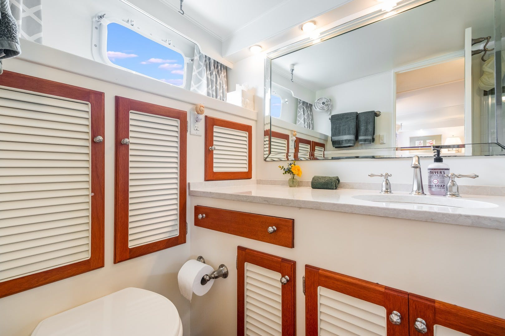 1972 Trumpy 72' Houseboat DOVETAIL | Picture 6 of 31