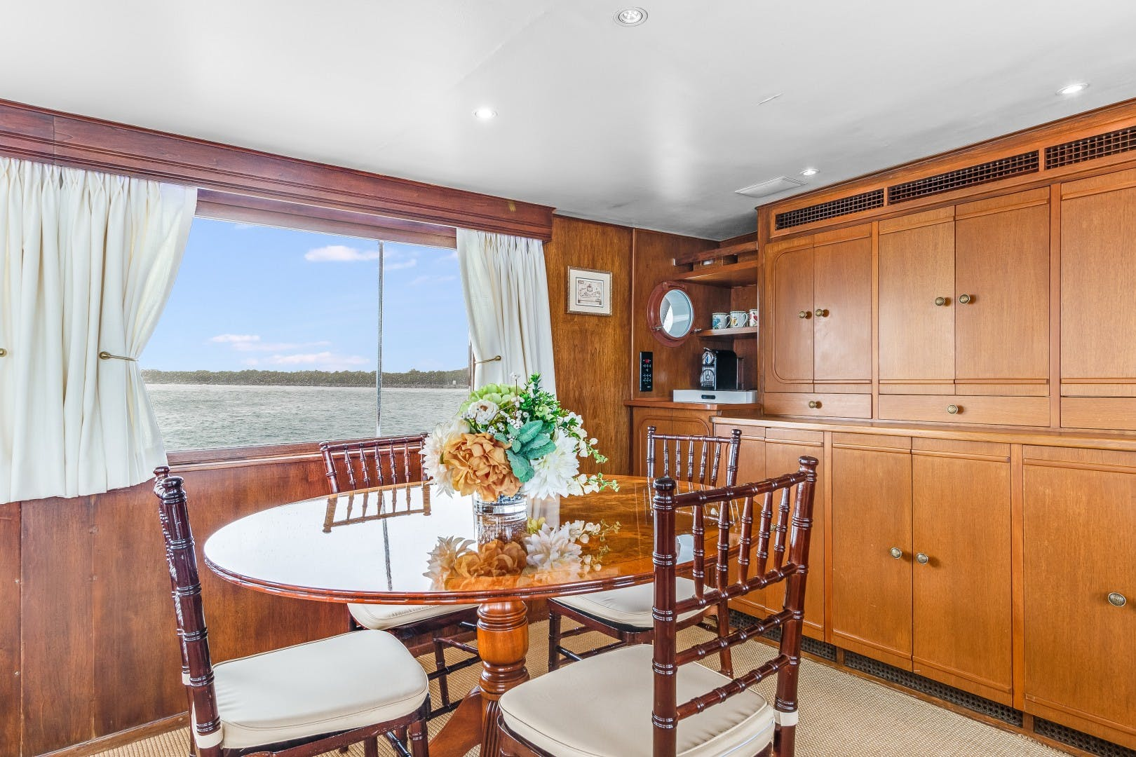 1972 Trumpy 72' Houseboat DOVETAIL | Picture 5 of 31