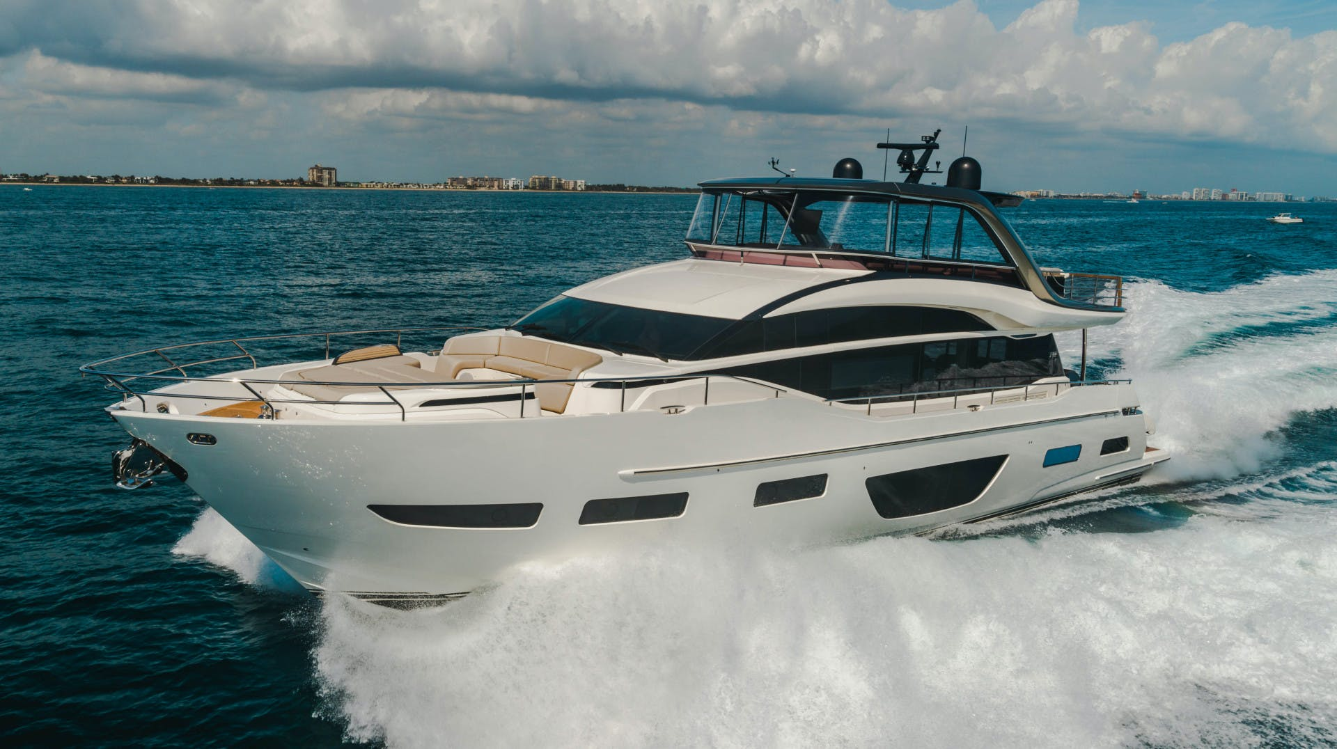 2019 Princess 85' Y85  Splash | Picture 2 of 128