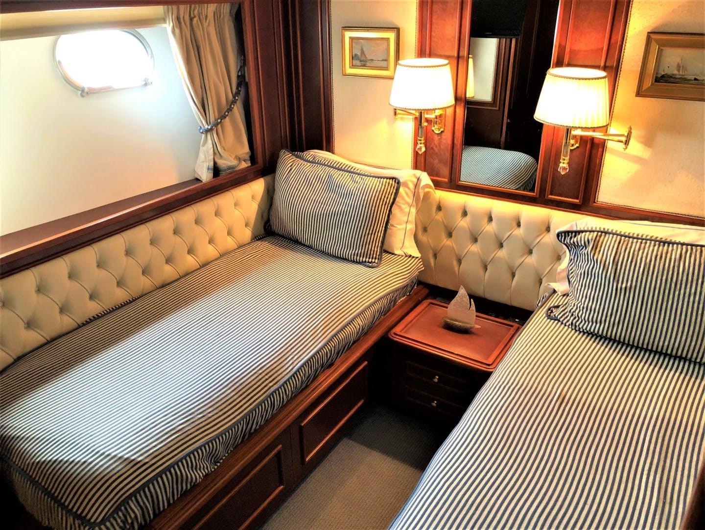 2000 Ferretti Yachts 90' Custom Line Navetta 27 MYEERAH | Picture 4 of 20