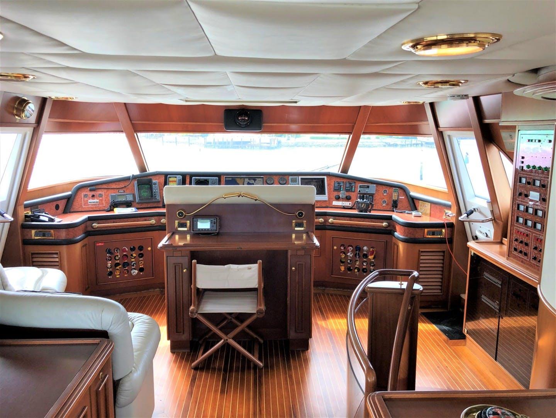 2000 Ferretti Yachts 90' Custom Line Navetta 27 MYEERAH | Picture 5 of 20