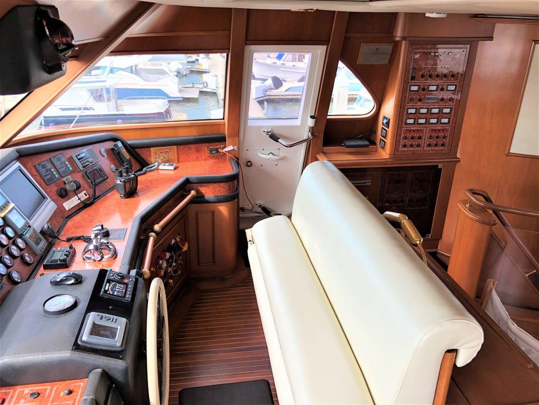 2000 Ferretti Yachts 90' Custom Line Navetta 27 MYEERAH | Picture 7 of 20