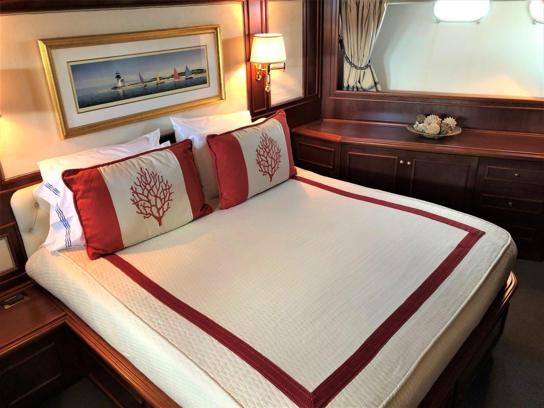 2000 Ferretti Yachts 90' Custom Line Navetta 27 MYEERAH | Picture 8 of 20
