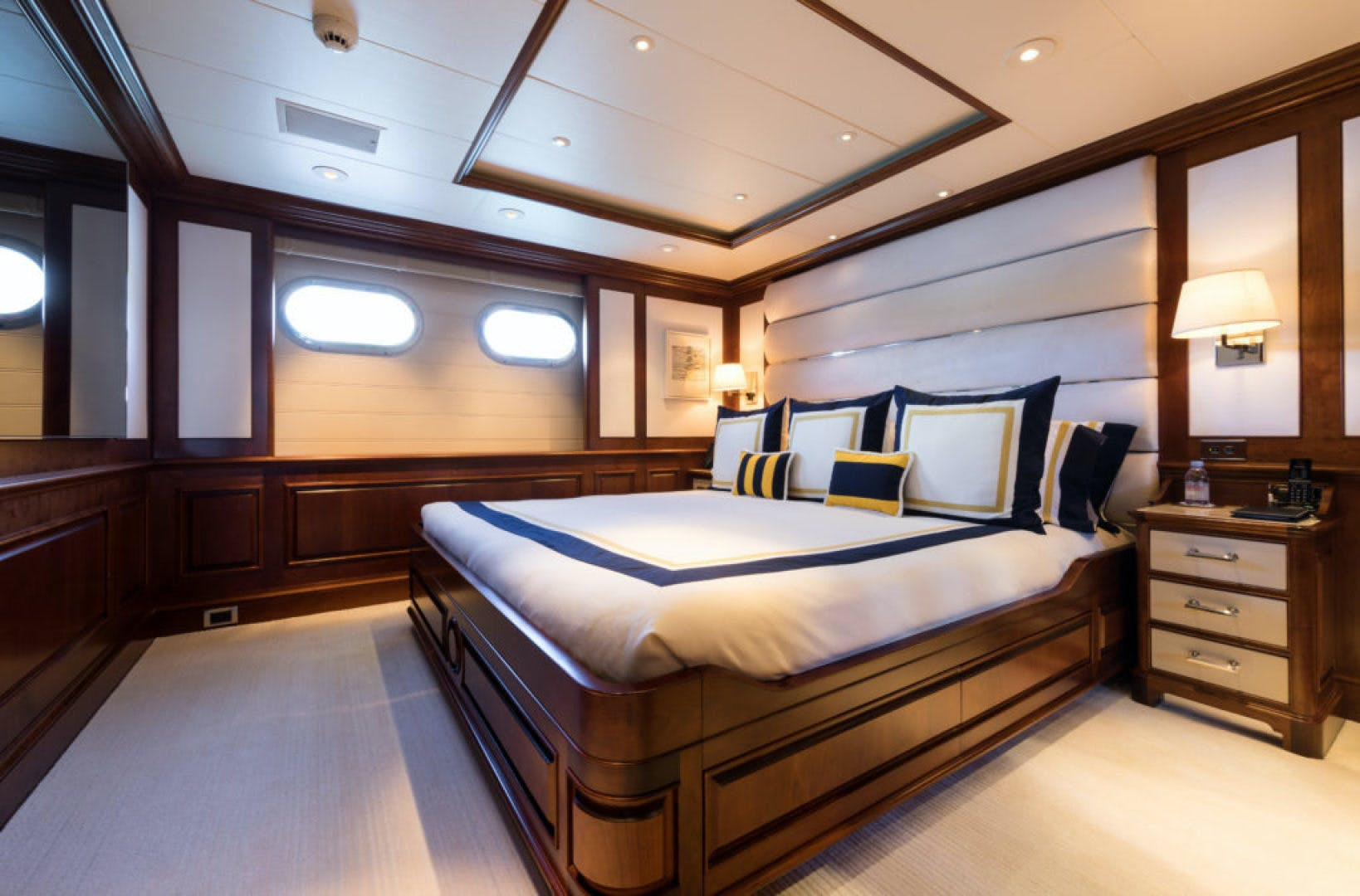 2000 Feadship 204' Motor Yachts  | Picture 8 of 22