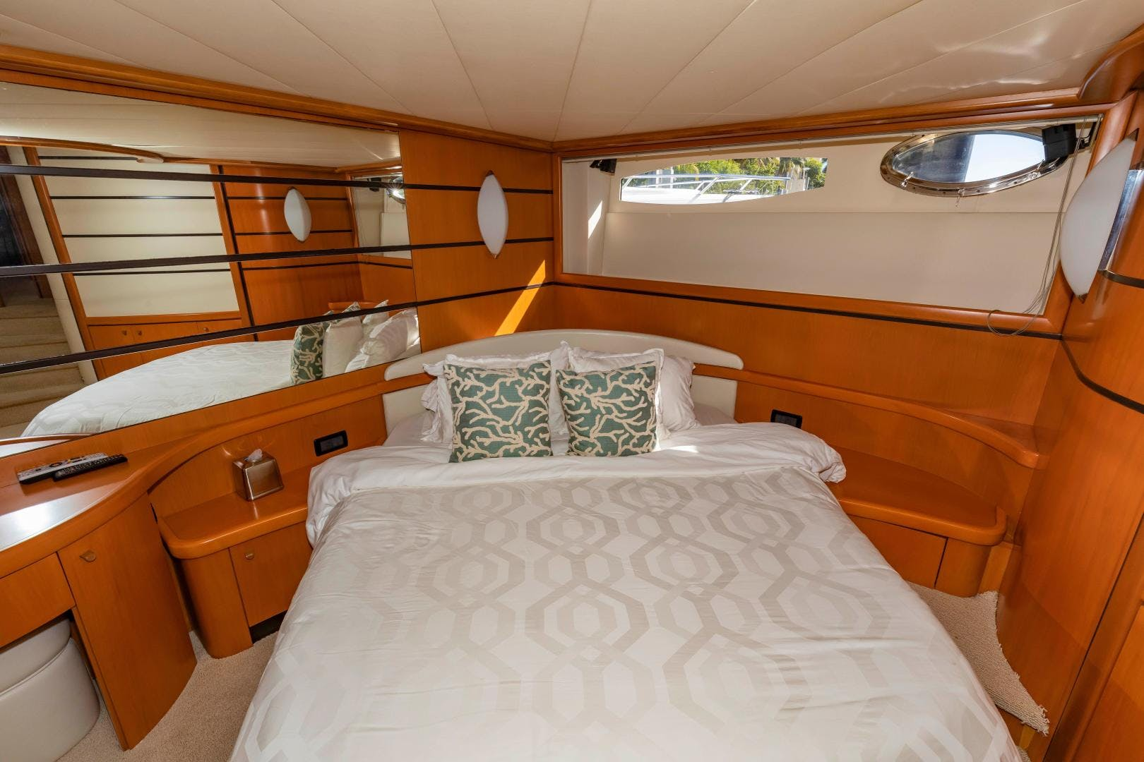 2004 Pershing 76' 76 FREE SPIRIT | Picture 2 of 78