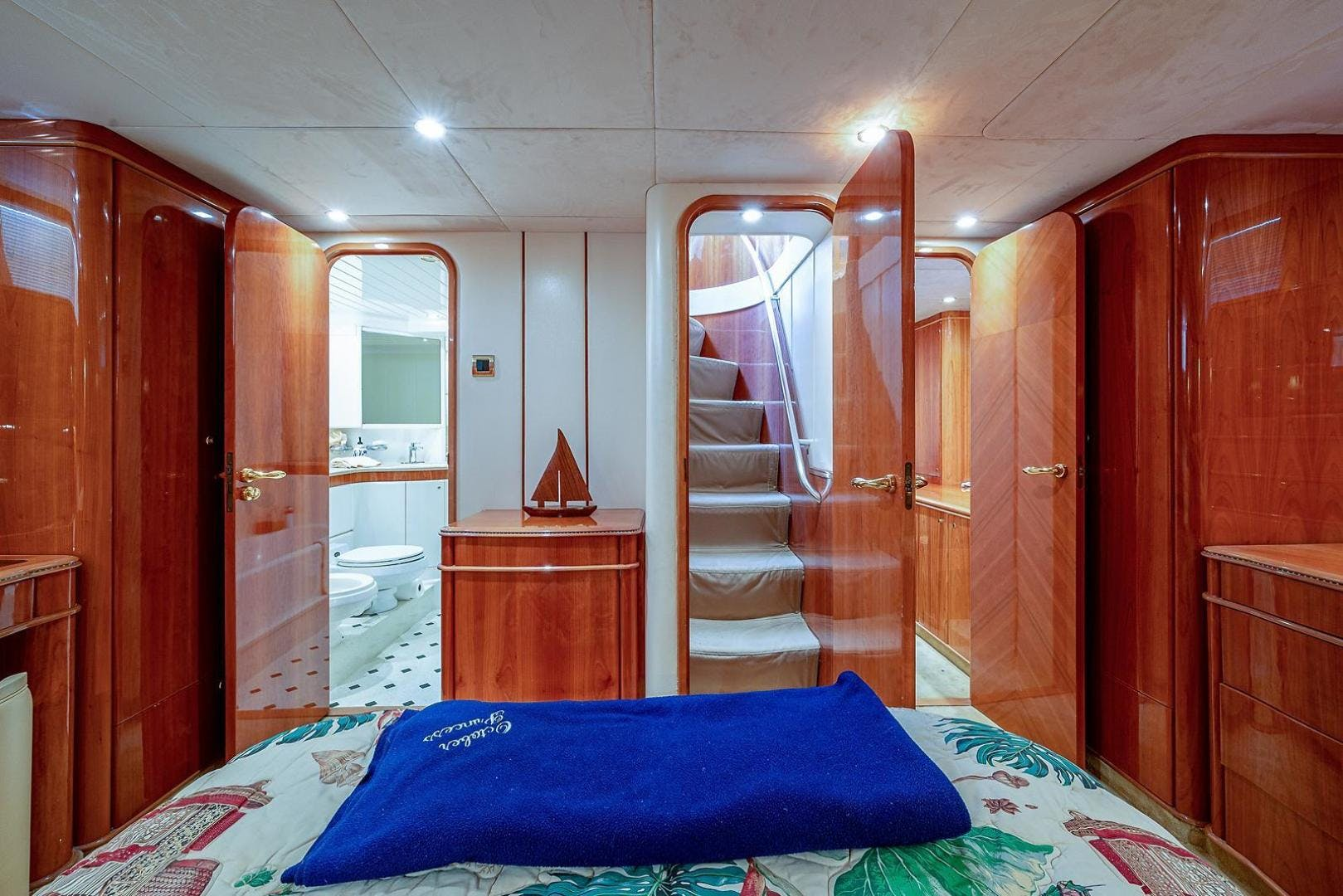 2000 Viking Sport Cruisers 72'  OCTOBER PRINCESS | Picture 8 of 104