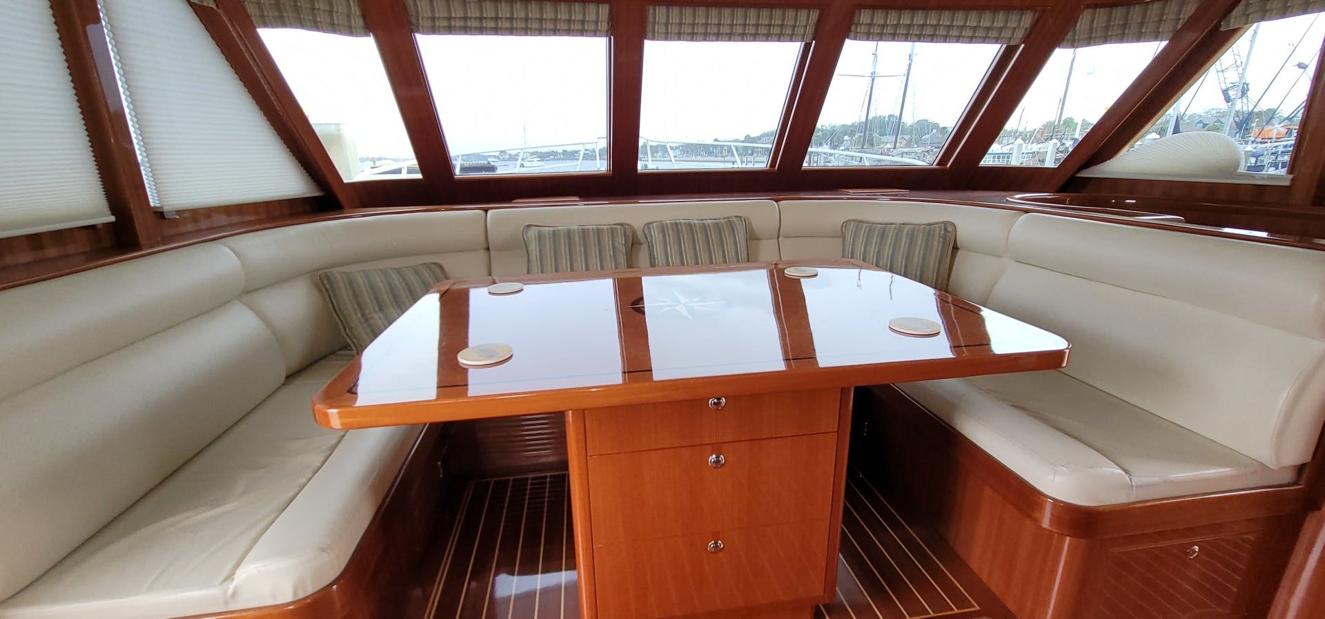 2014 Hampton 64' 640 Endurance Crystal Lady | Picture 4 of 55