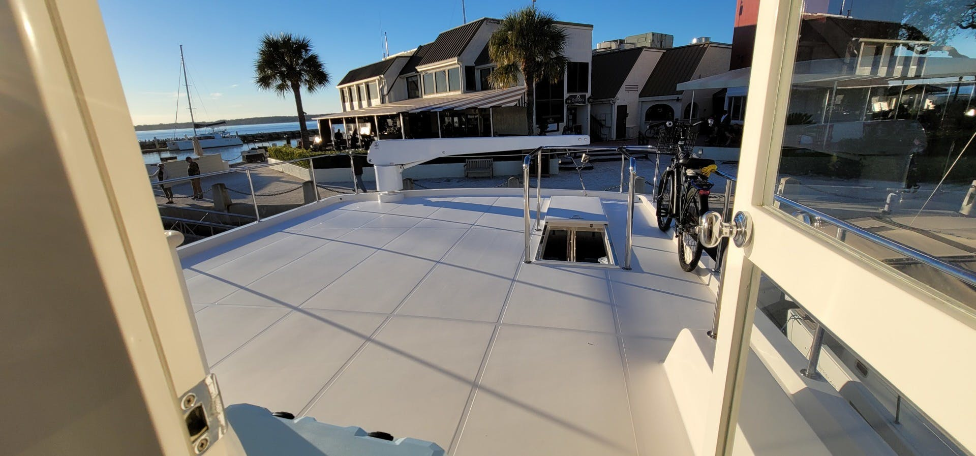 2014 Hampton 64' 640 Endurance Crystal Lady | Picture 3 of 55