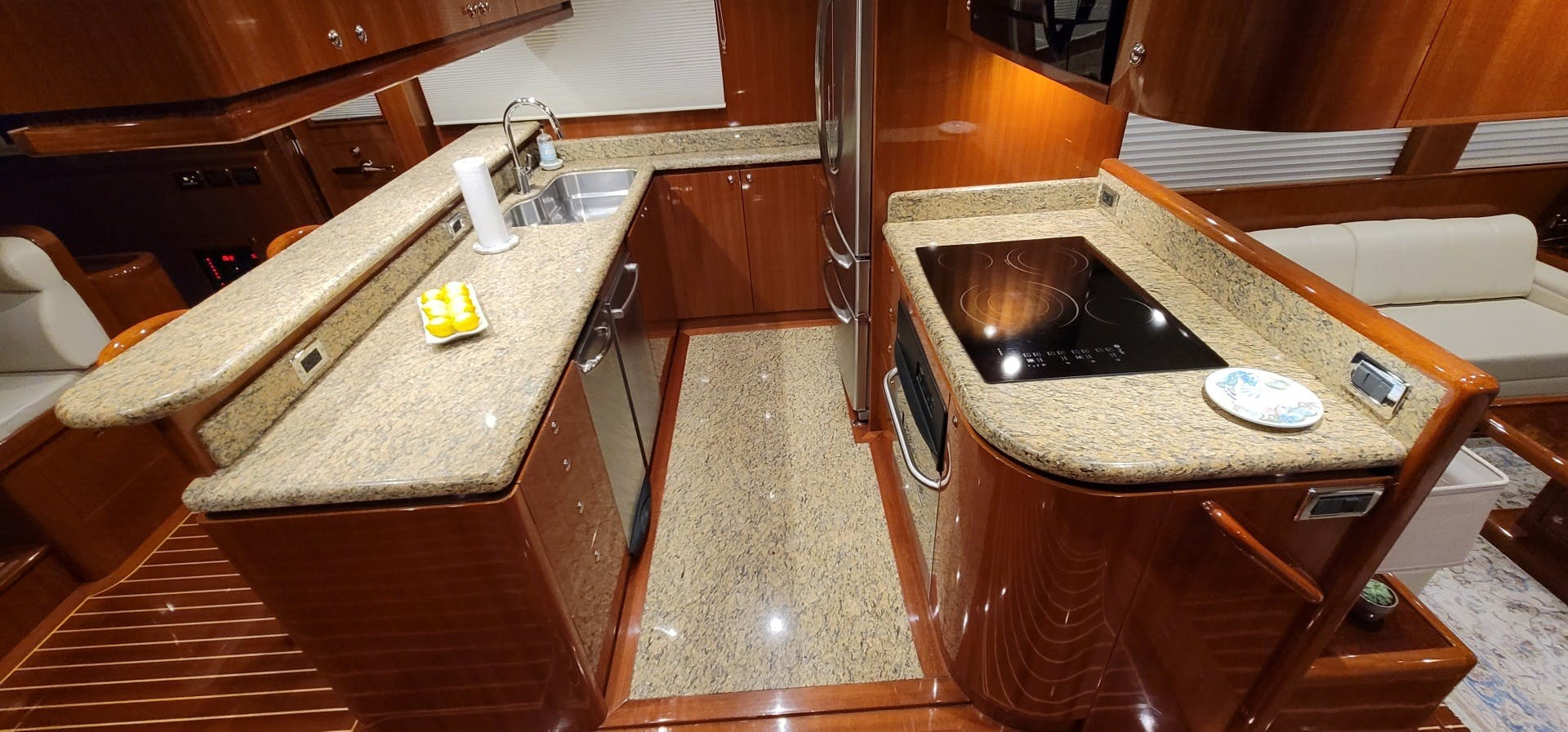 2014 Hampton 64' 640 Endurance Crystal Lady | Picture 8 of 55