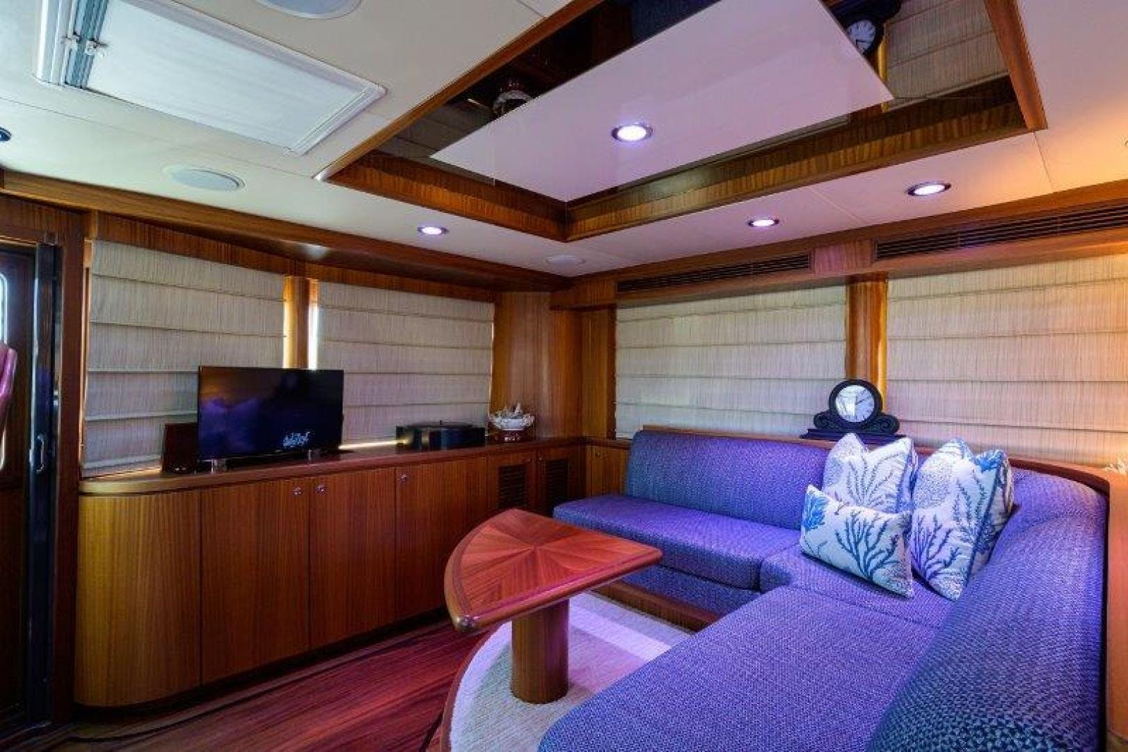 2011 Ocean Alexander 88' Skylounge AMAZING GRACE   Picture 6 of 59