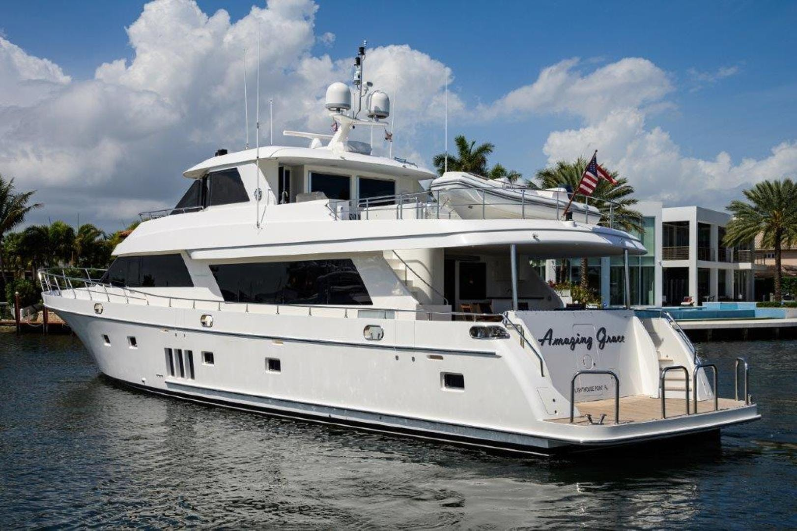 2011 Ocean Alexander 88' Skylounge AMAZING GRACE   Picture 1 of 59