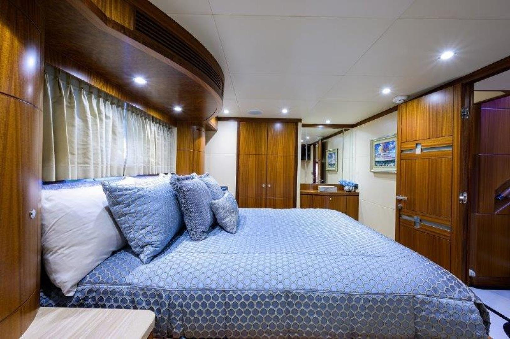 2011 Ocean Alexander 88' Skylounge AMAZING GRACE   Picture 3 of 59