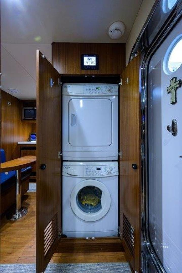 2011 Ocean Alexander 88' Skylounge AMAZING GRACE   Picture 4 of 59