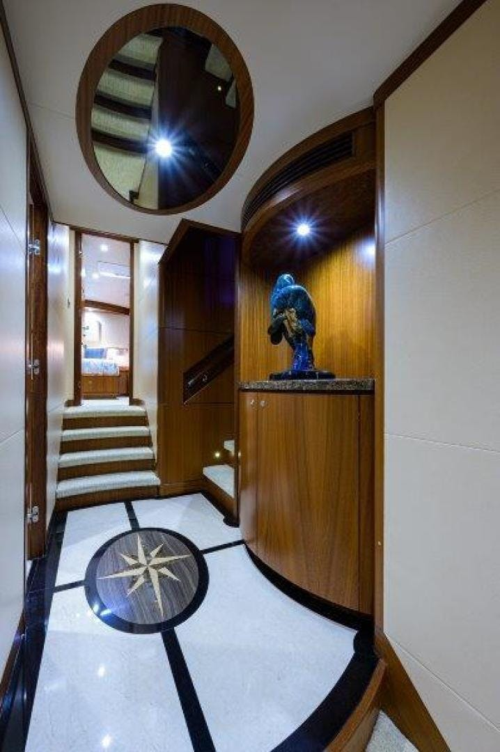 2011 Ocean Alexander 88' Skylounge AMAZING GRACE   Picture 5 of 59