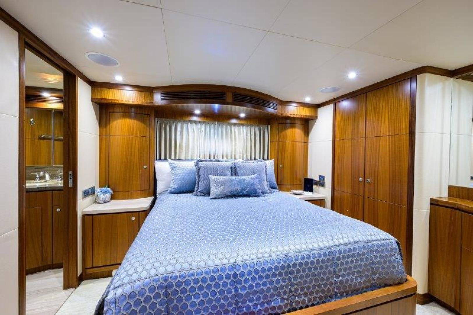 2011 Ocean Alexander 88' Skylounge AMAZING GRACE   Picture 2 of 59