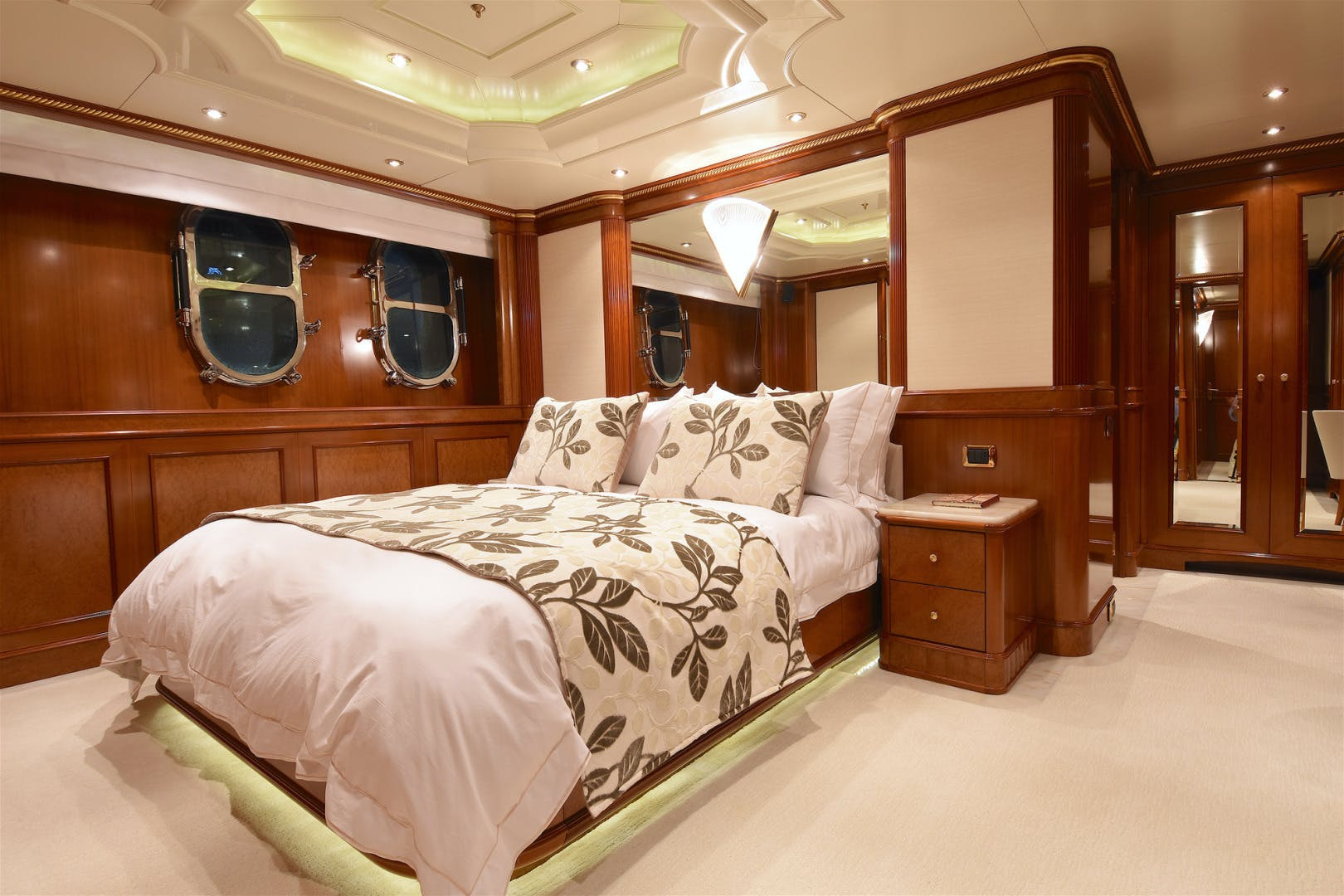 2003 Benetti 181' 55m LADY MICHELLE | Picture 8 of 45