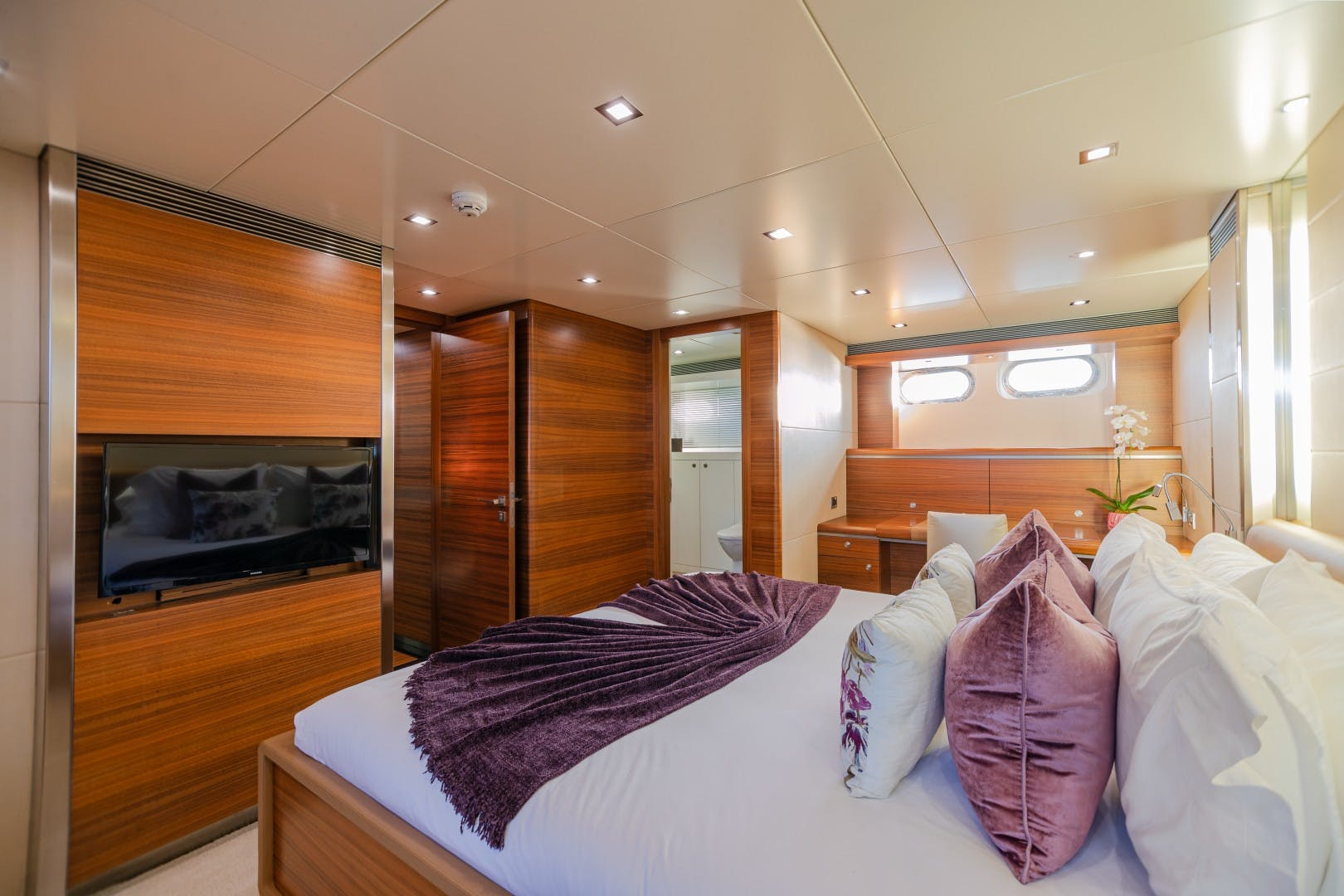 1986 Heesen Yachts 125' Tri-Deck SEA AXIS   Picture 7 of 56
