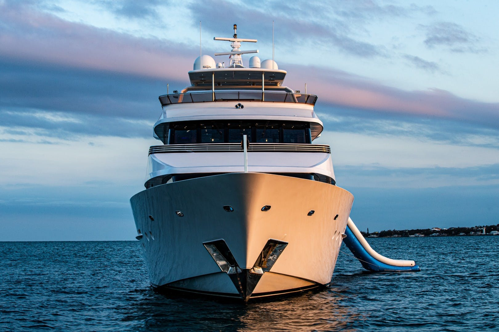 1986 Heesen 125' Tri-Deck SEA AXIS | Picture 6 of 15
