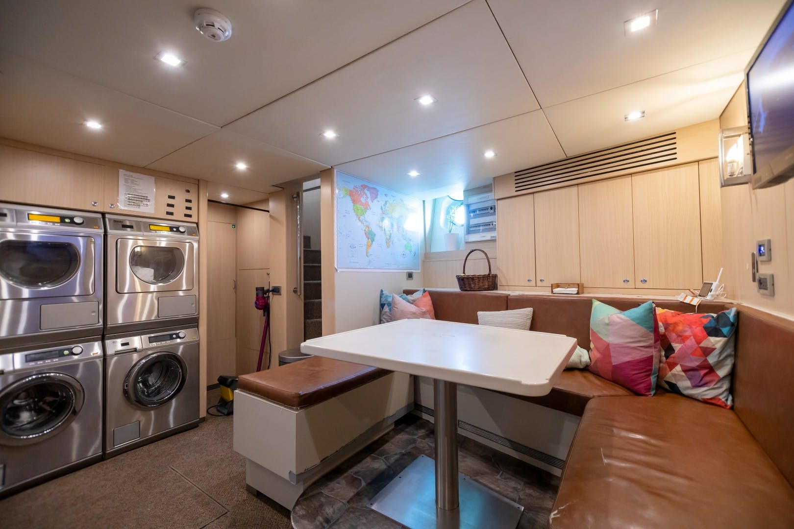 1986 Heesen Yachts 125' Tri-Deck SEA AXIS   Picture 5 of 56