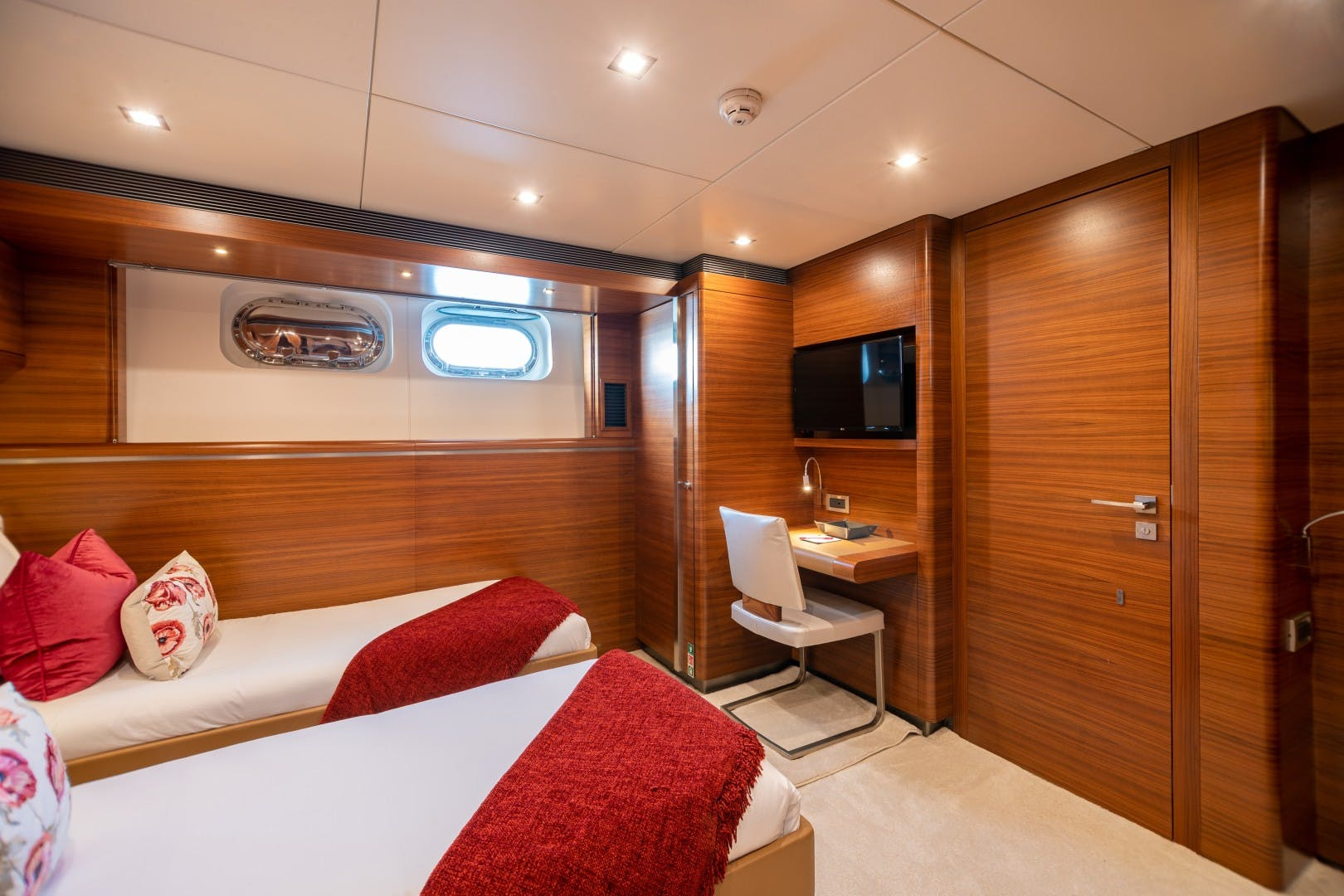 1986 Heesen Yachts 125' Tri-Deck SEA AXIS   Picture 8 of 56
