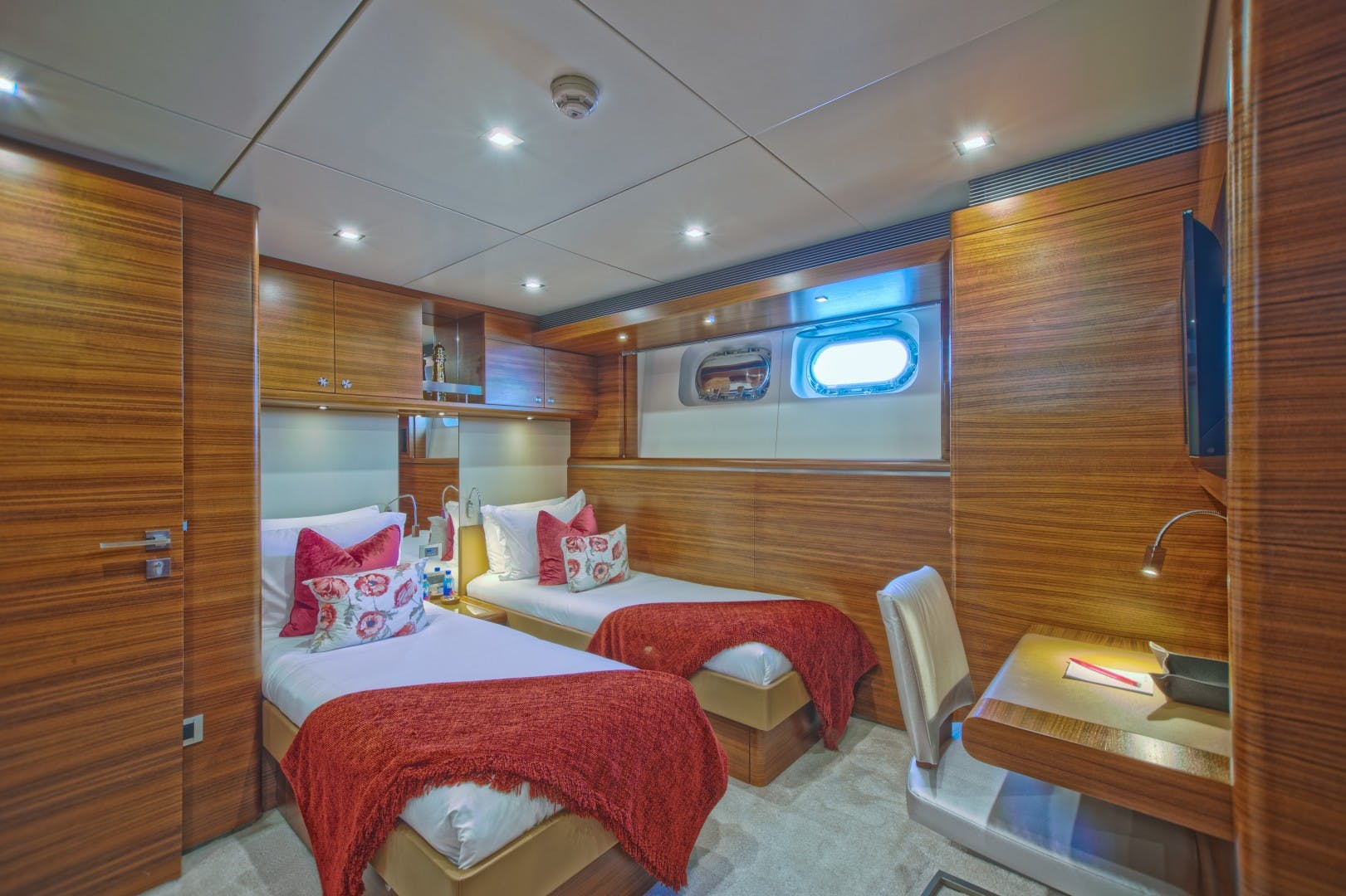 1986 Heesen 125' Tri-Deck SEA AXIS | Picture 7 of 15