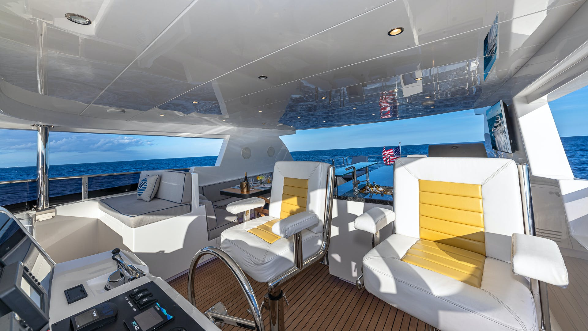 2017 Johnson 93' Flybridge Life for Sale | Picture 4 of 43