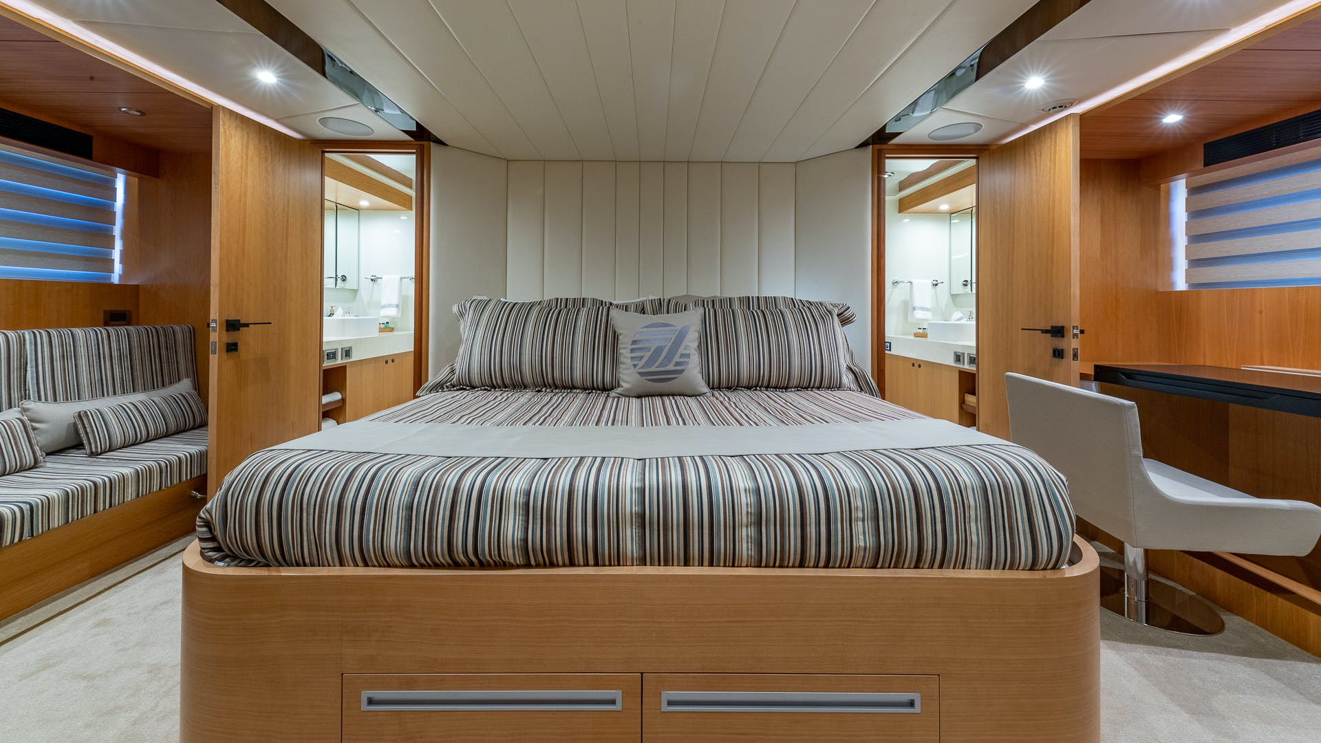 2017 Johnson 93' Flybridge Life for Sale | Picture 5 of 43