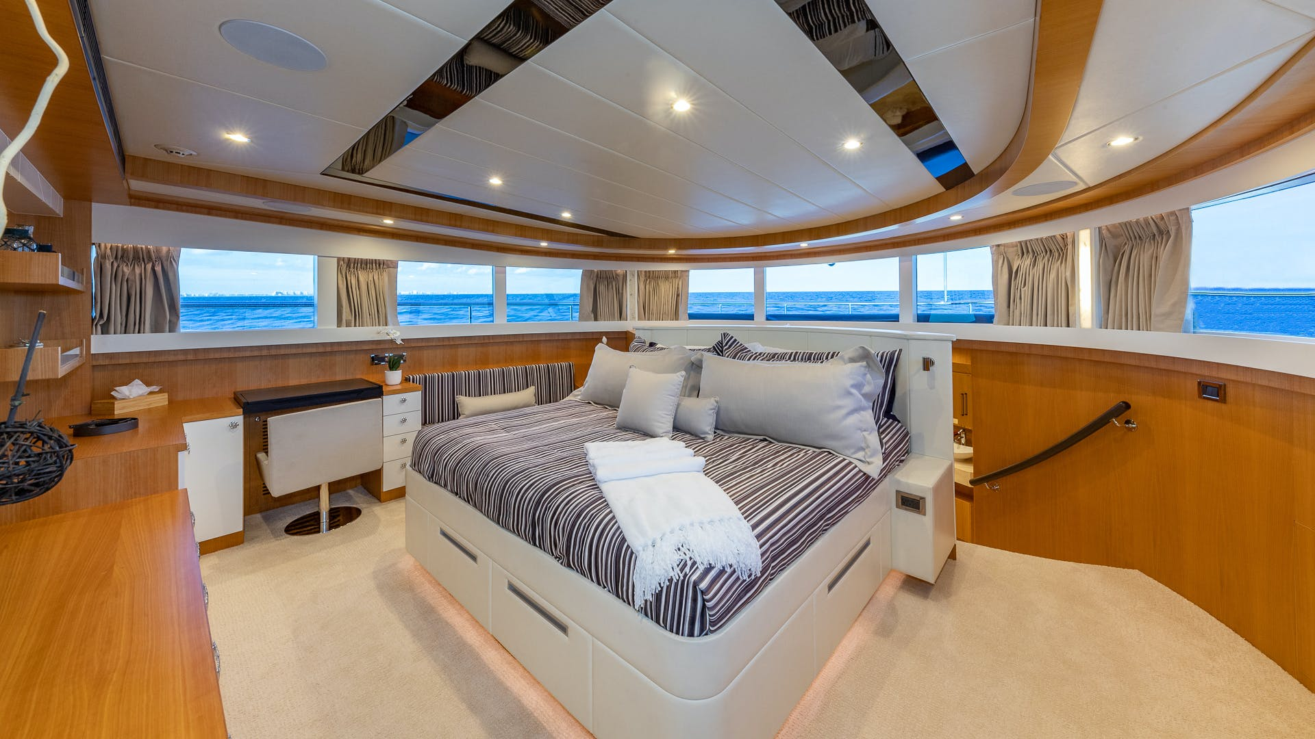 2017 Johnson 93' Flybridge Life for Sale | Picture 8 of 43