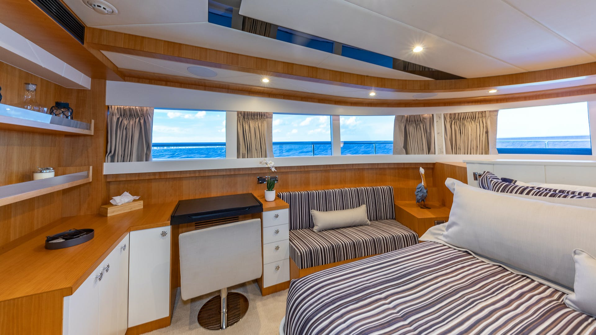 2017 Johnson 93' Flybridge Life for Sale | Picture 1 of 43