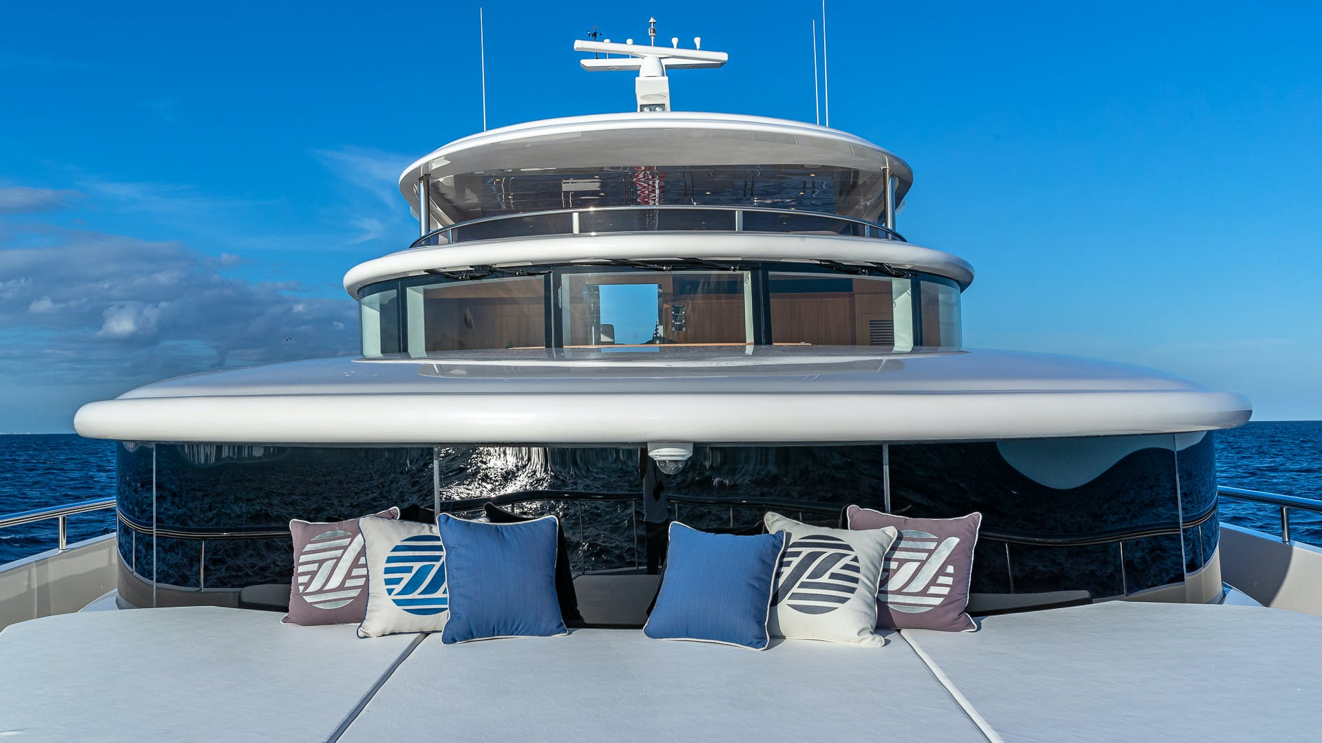 2017 Johnson 93' Flybridge Life for Sale | Picture 6 of 43