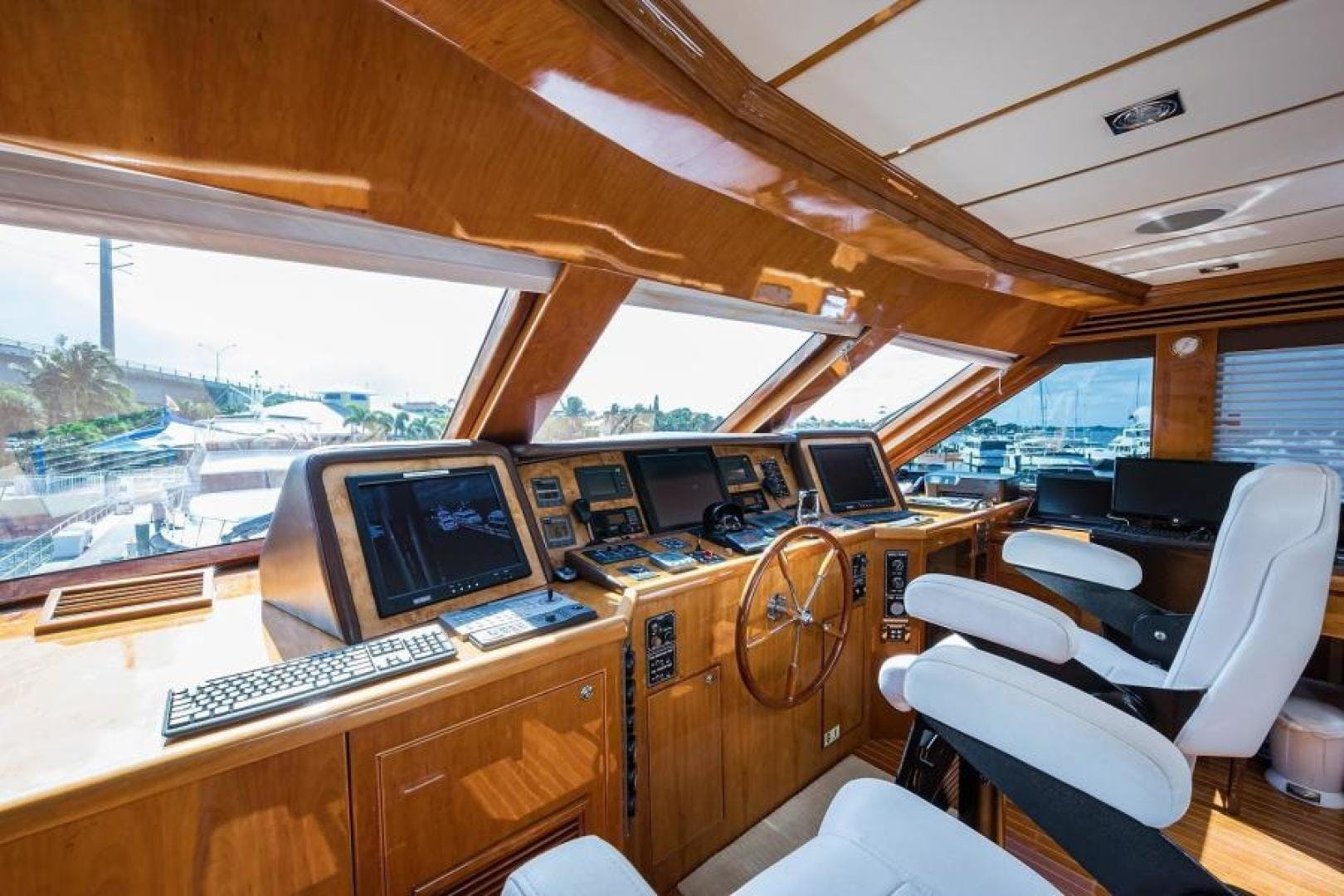 2005 Hargrave 96' Skylounge Ossum Dream | Picture 6 of 52