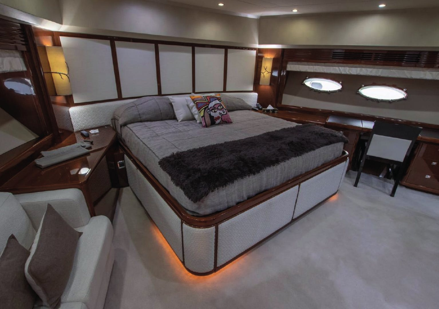 2010 Princess Yachts International 95' 95 HERMITAGE II | Picture 5 of 22