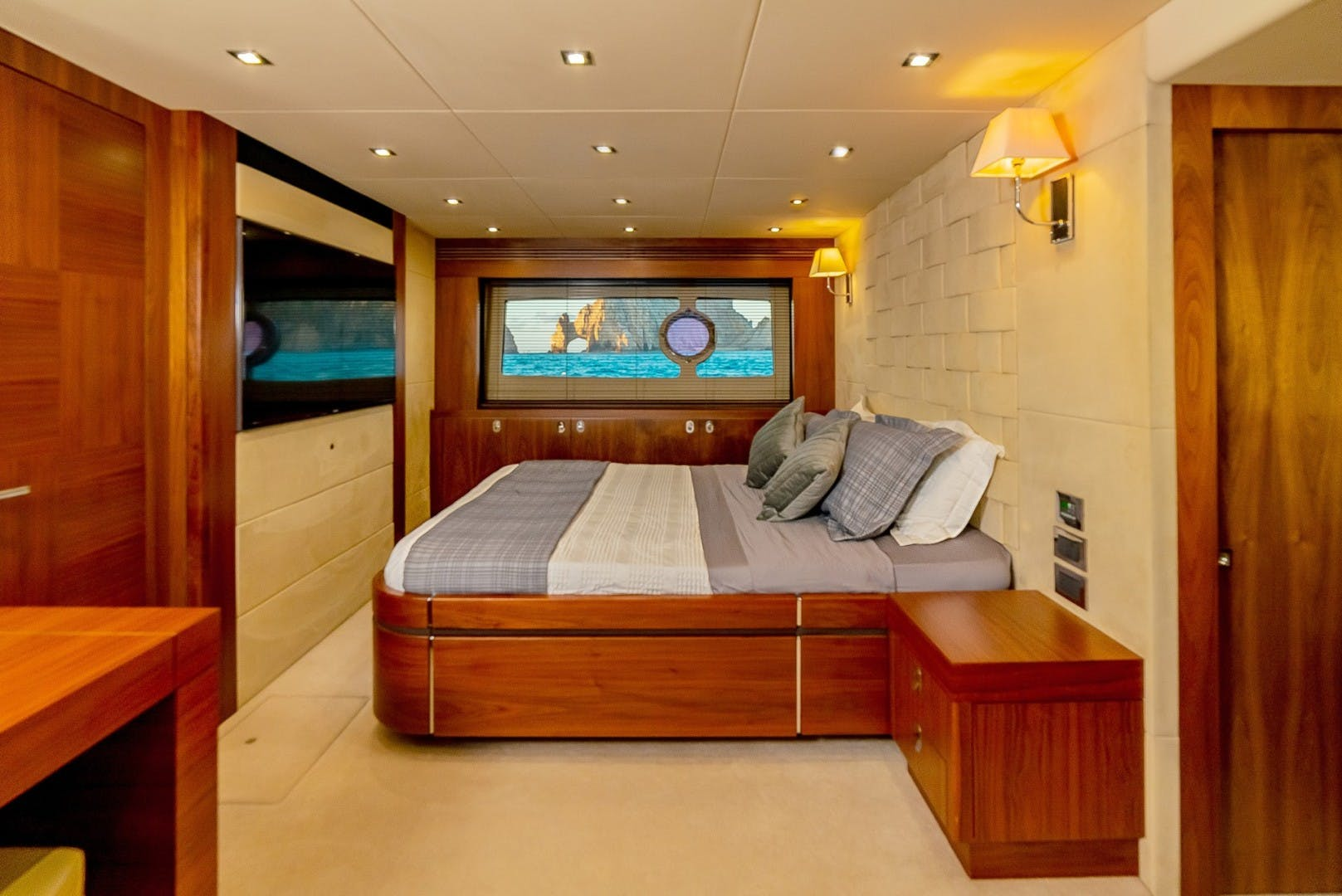 2014 Sunseeker 75' 75 Yacht Savi II  | Picture 8 of 52