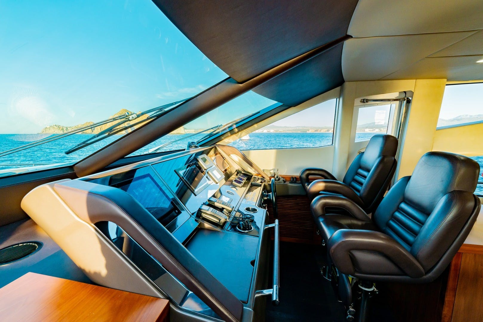 2014 Sunseeker 75' 75 Yacht Savi II  | Picture 3 of 52