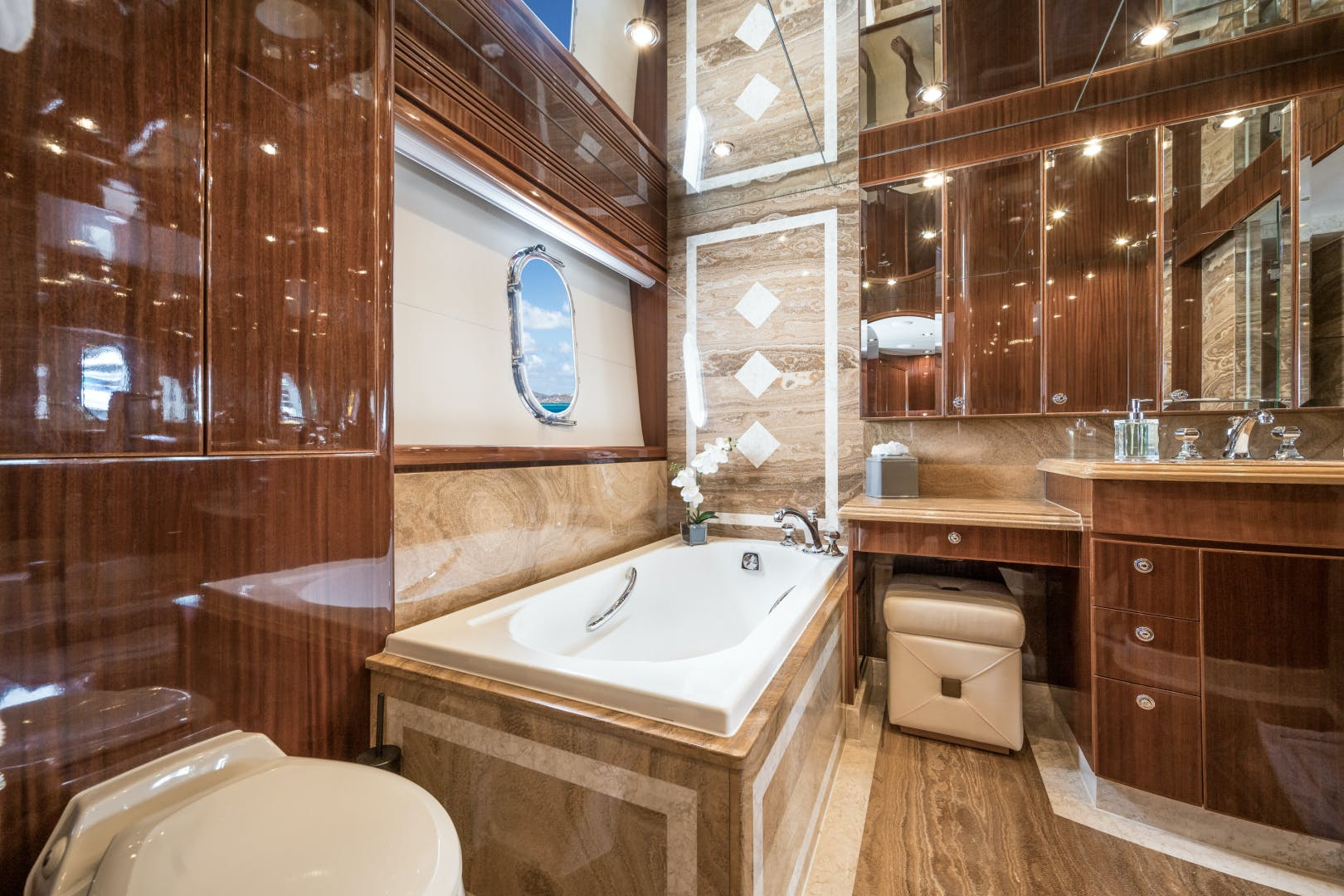 2010 Hargrave 101' 101 Motor Yacht Limitless | Picture 5 of 79