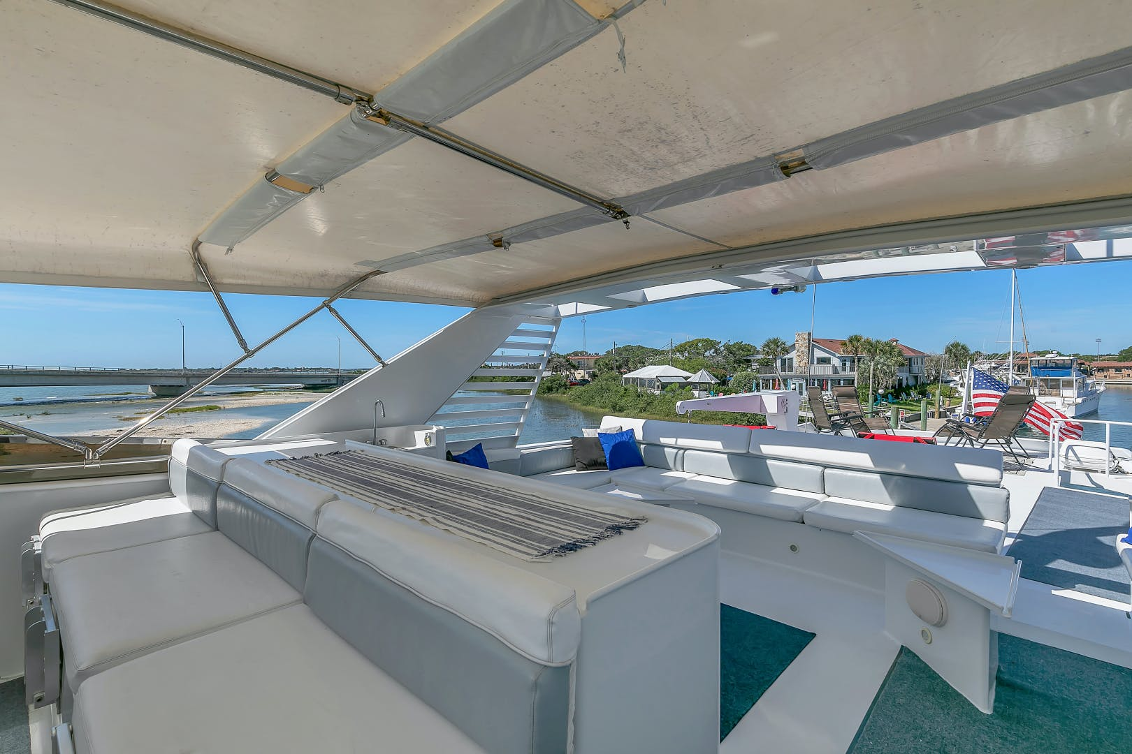 1987 Broward 104' Raised Pilothouse Pathway | Picture 6 of 53