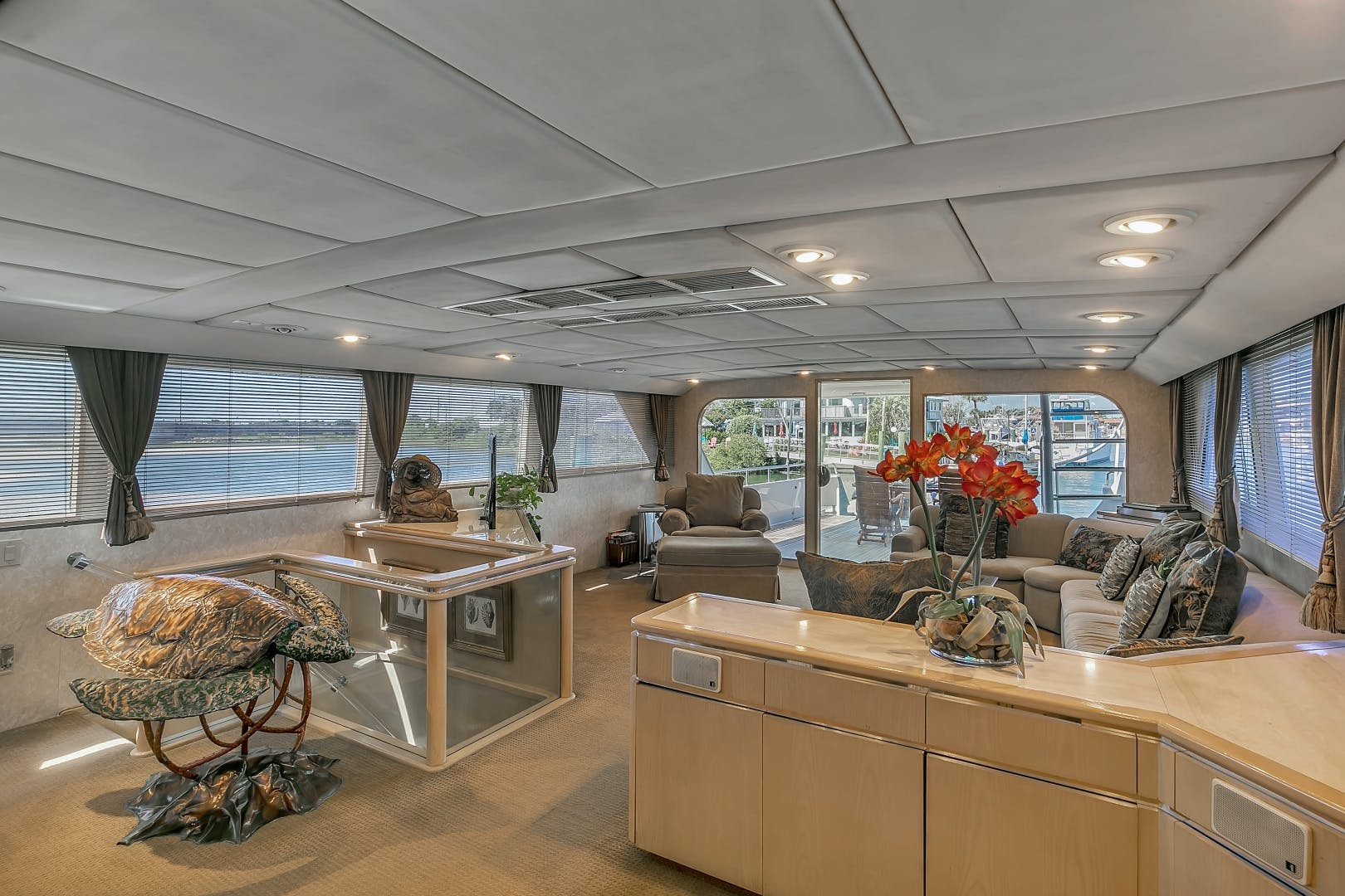 1987 Broward 104' Raised Pilothouse Pathway | Picture 5 of 53