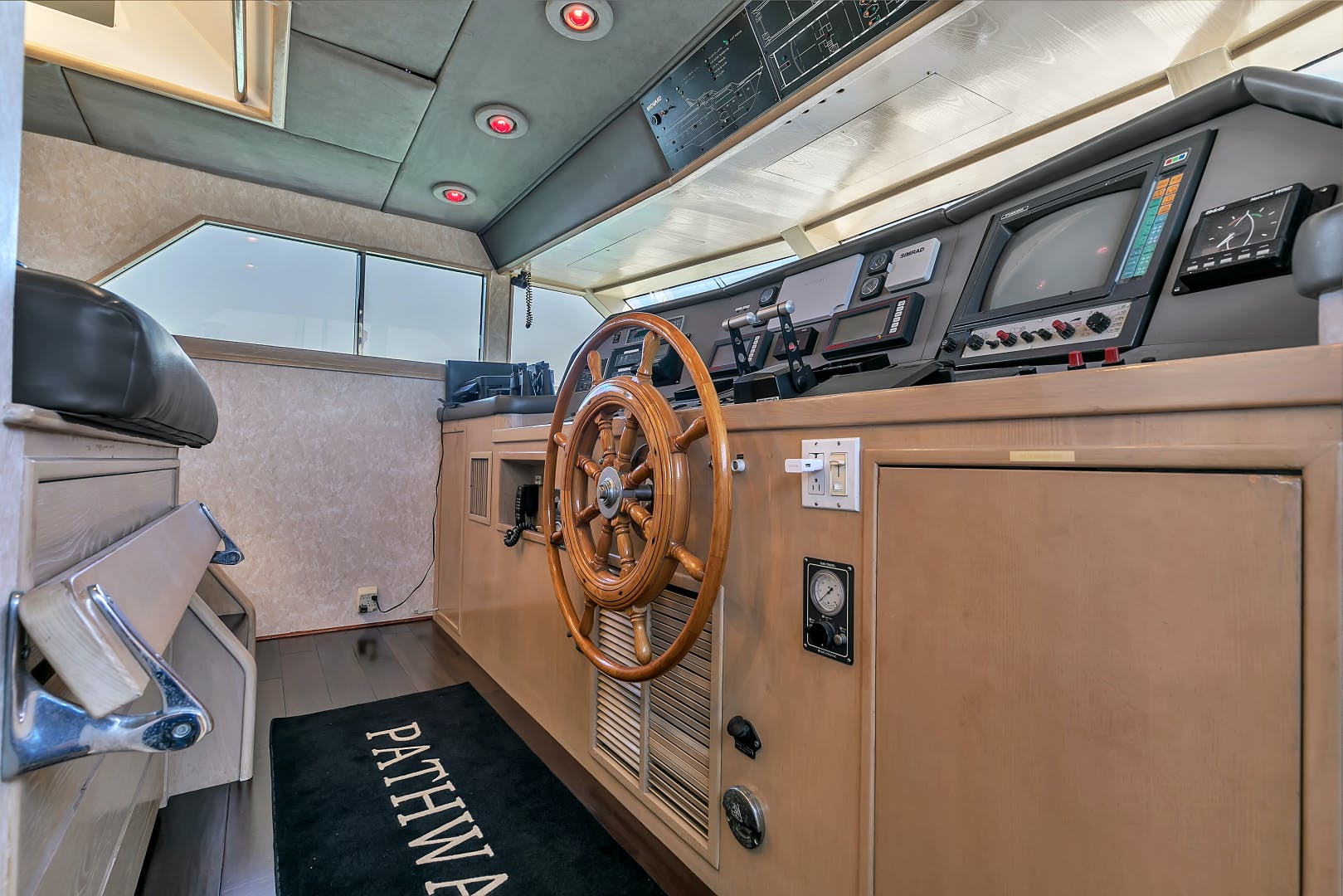 1987 Broward 104' Raised Pilothouse Pathway | Picture 7 of 53