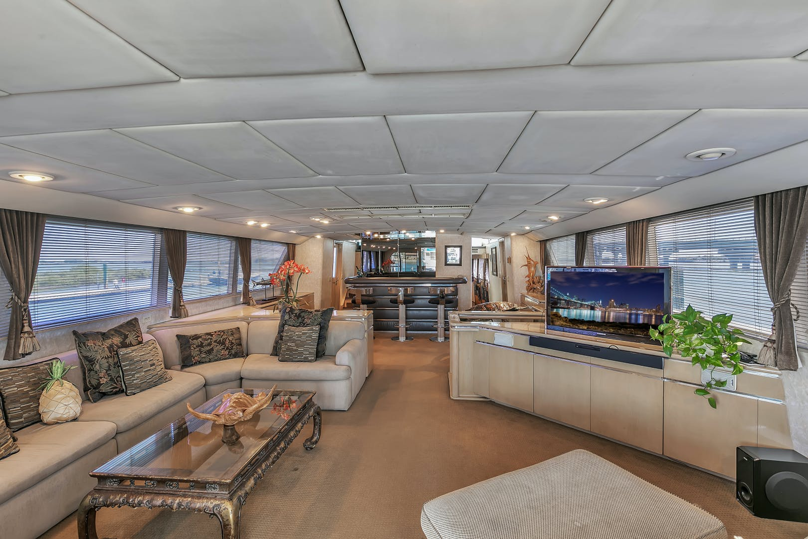 1987 Broward 104' Raised Pilothouse Pathway | Picture 2 of 53