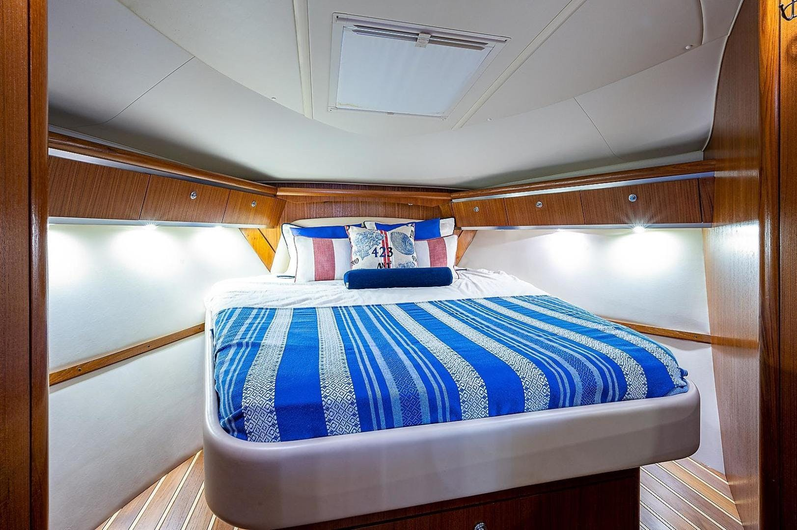 2004 Tiara Yachts 36' 3600 Sovran Lead Explorer | Picture 3 of 39