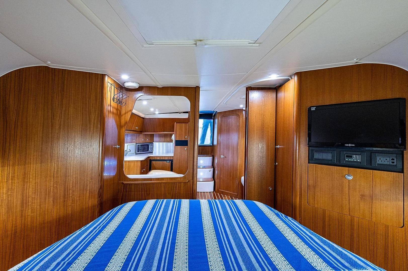 2004 Tiara Yachts 36' 3600 Sovran Lead Explorer | Picture 7 of 39