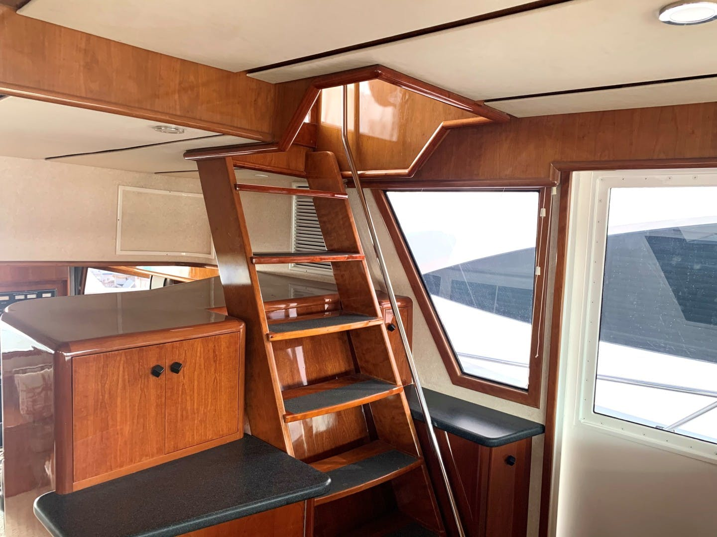 1996 Huckins 64' Motoryacht CORTINA | Picture 4 of 29