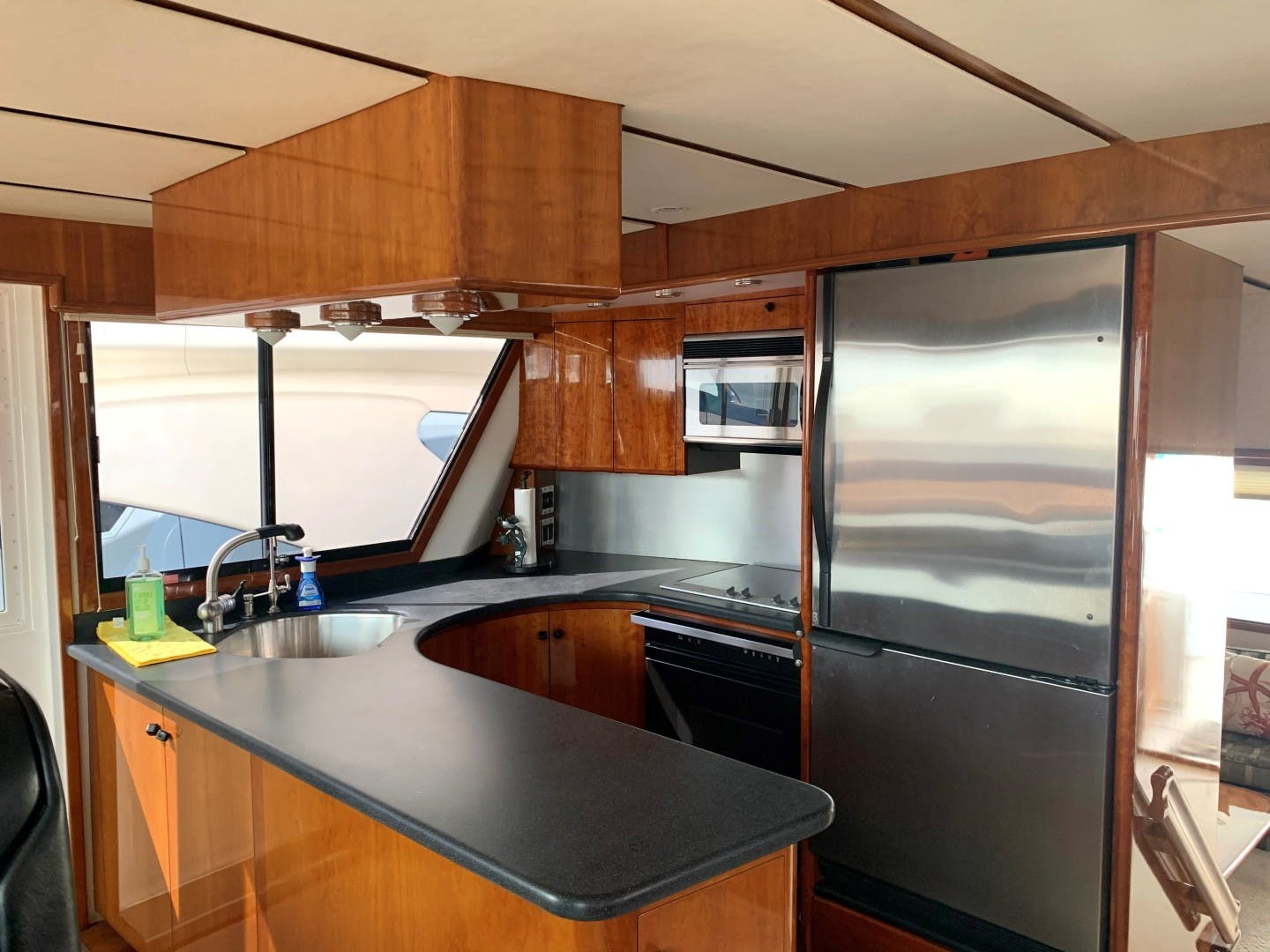 1996 Huckins 64' Motoryacht CORTINA | Picture 6 of 29