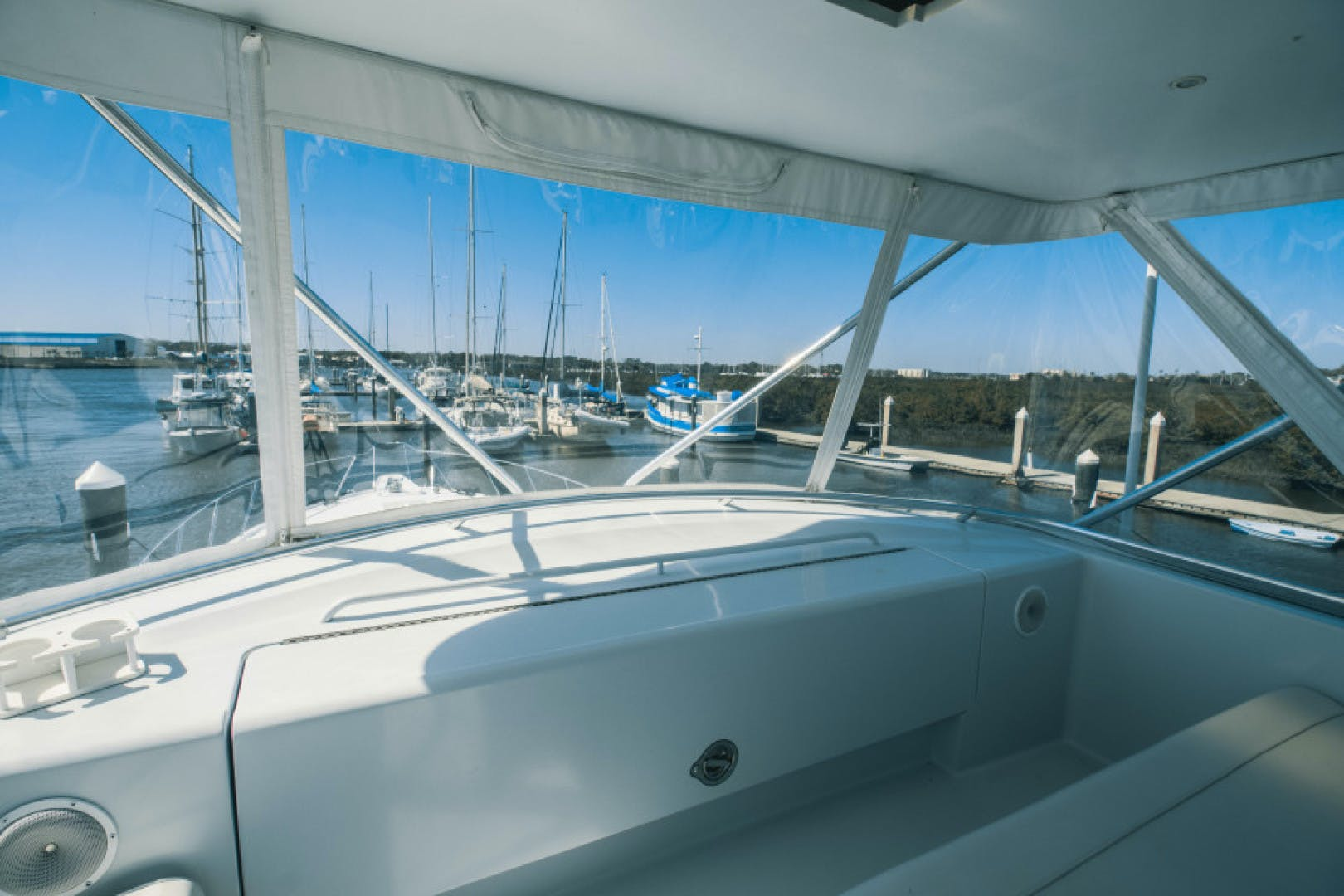 1999 Hatteras 60' Convertible Son House | Picture 4 of 16