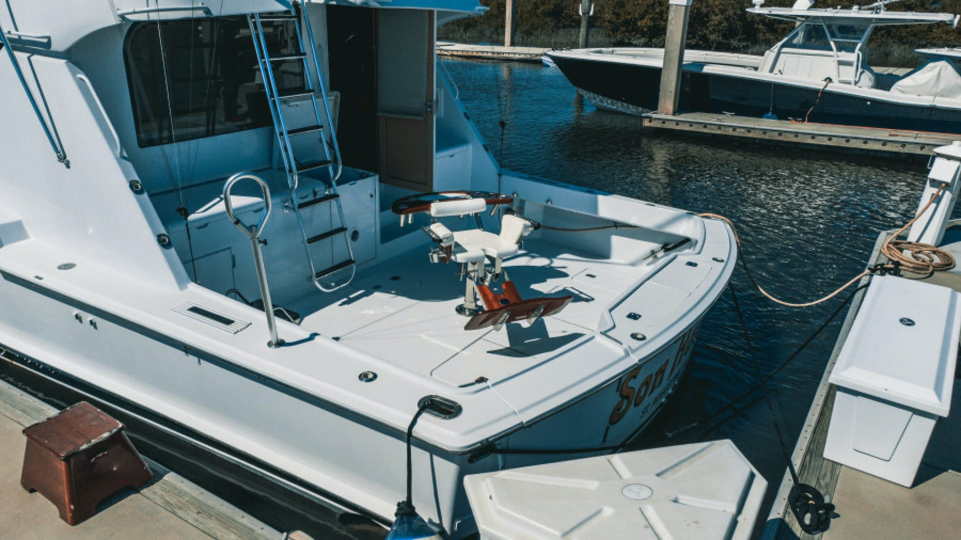 1999 Hatteras 60' Convertible Son House | Picture 5 of 16