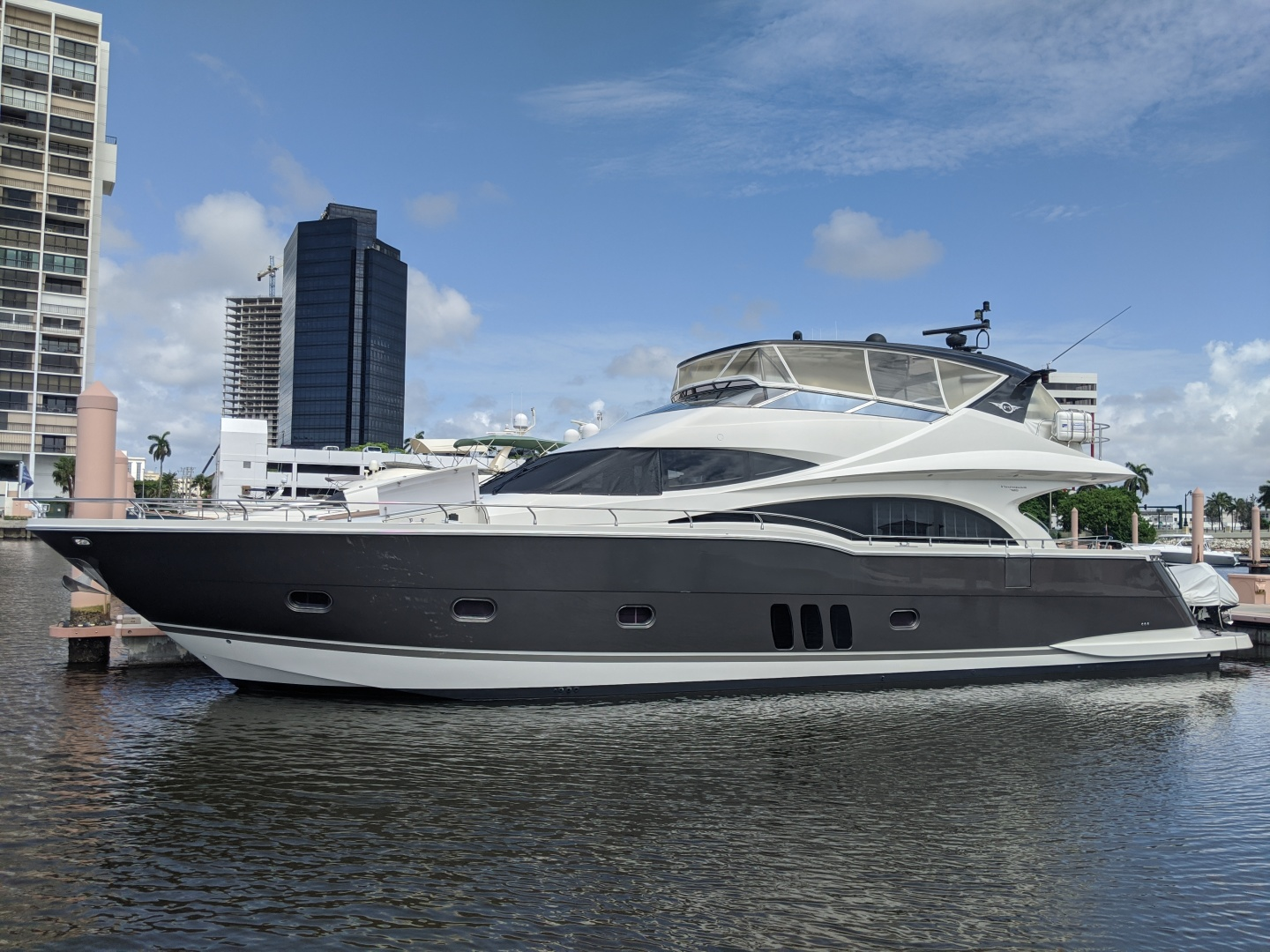 2011 Marquis 72'