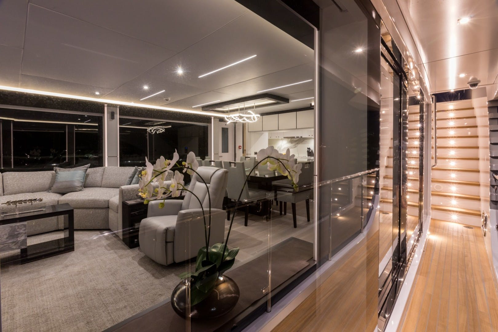 2020 Hargrave 92' Sky Lounge  | Picture 2 of 56