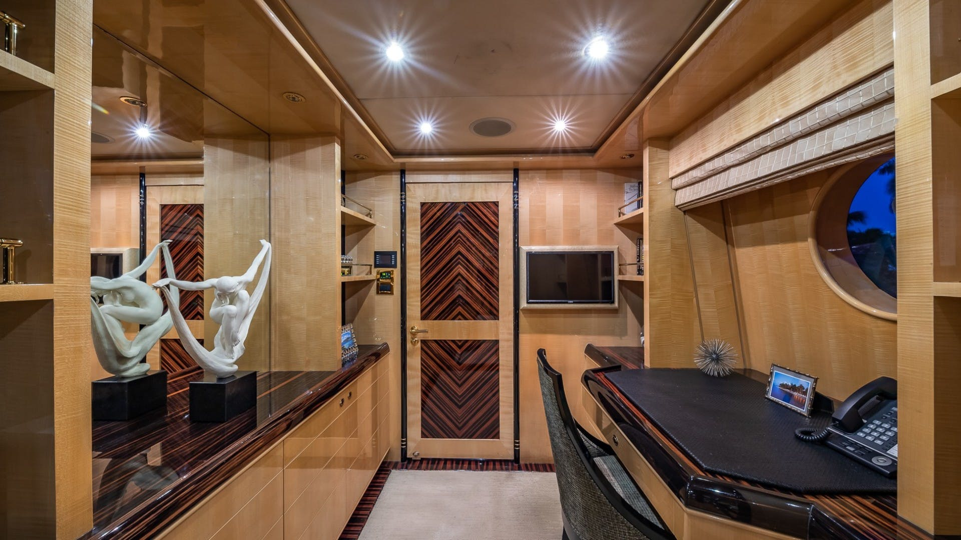 2008 Horizon 132'  Lady Leila | Picture 3 of 40