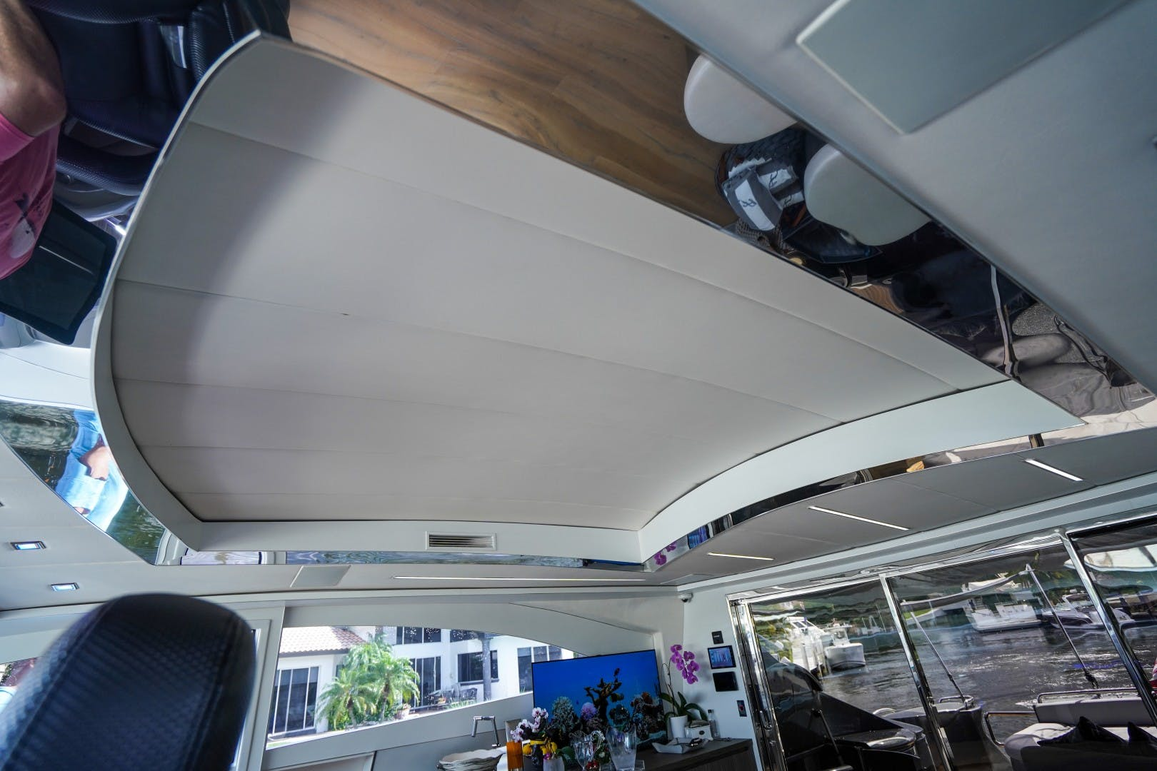 2004 Pershing 88'  Amora | Picture 4 of 45